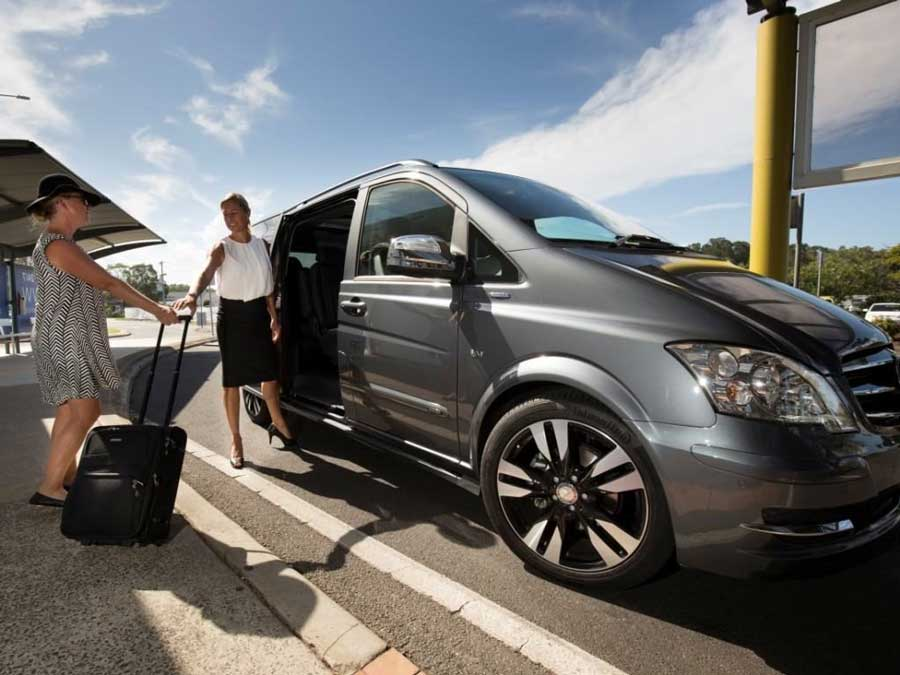 3 Reasons Why You Should Book An Airport Transfer